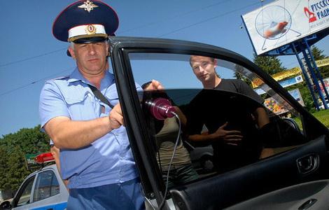 chto-delat-esli-stekla-auto-zatonirovany-1
