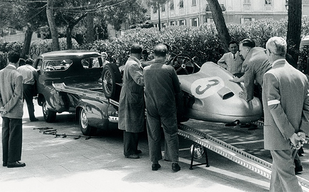 evakuator-Mercedes-Benz-Rennwagen-Schnelltransporter-3