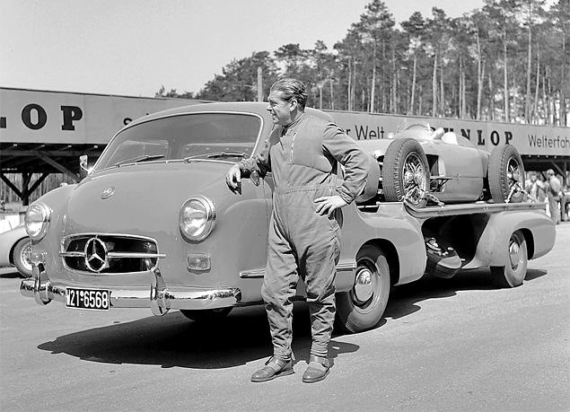 evakuator-Mercedes-Benz-Rennwagen-Schnelltransporter